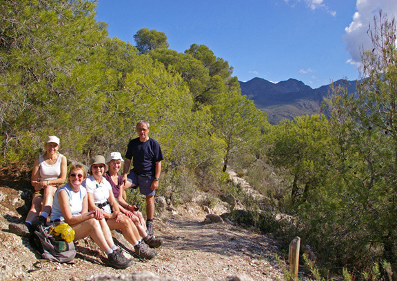 Dales Trails in Andalucua! In glorious weather the team takes a break after the steep climb out of the gorge near Frigliana/Photo © Arnold Underwood/Oct 25thth 2007